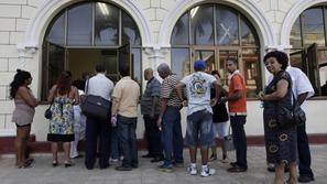 razno 14.01.13. People line up outside a passport office in Havana January 11, 2