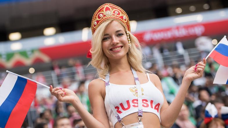 Najlepša ruska navijačica zvezdnica filmov za odrasle