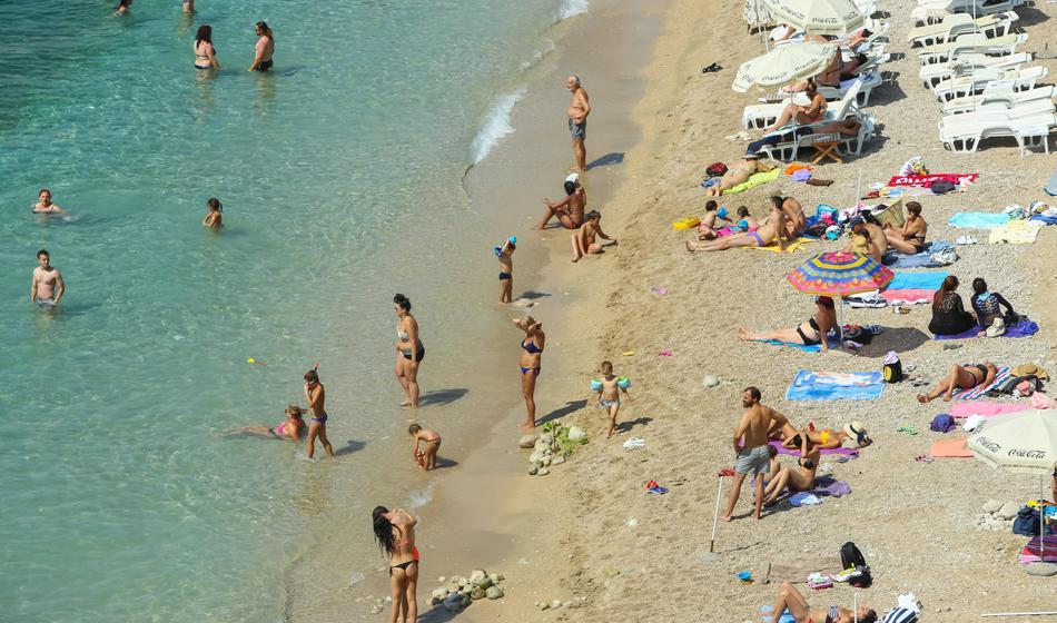 Panika na Hrvaškem: Toliko primerov okužb v enem dnevu še niso zabeležili