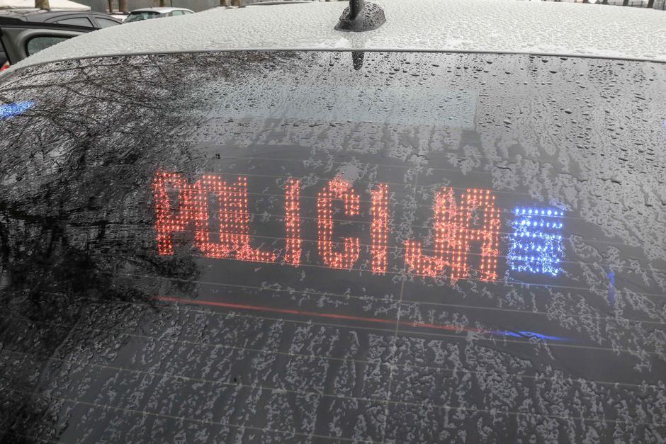 predaja vozil policistom policija znak provida policisti | Avtor: Saša Despot