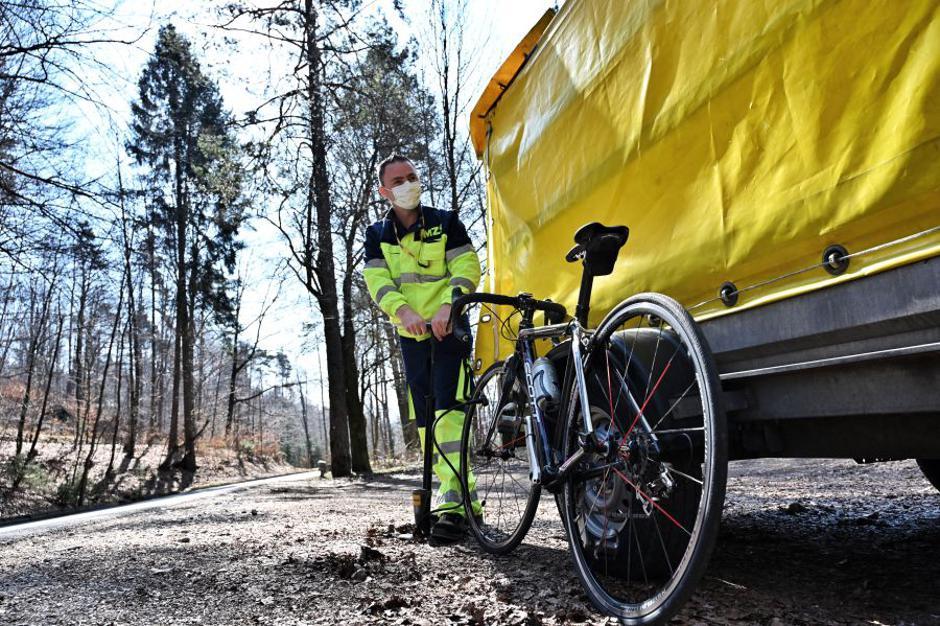 AMZS na pomoč na cesti tudi kolesarjem. | Avtor: AMZS