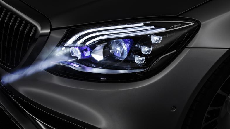 Mercedes digitalne LED luči