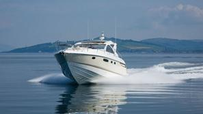 jahta targa 44 fairline