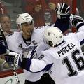 Vincent Lecavalier in Teddy Purcell ob zadetku za zmago 3:2. (Foto: Reuters)