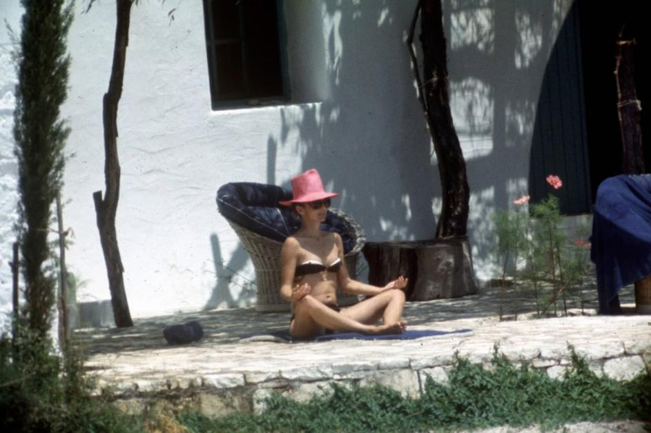 naked-jacqueline-onassis