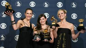 Dixie Chicks, Emily Robison (L), Natalie Maines in Martie Maguire (D) pozirajo s