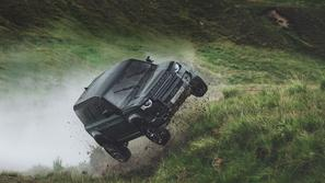 land rover defender, james bond 007