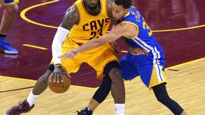 LeBron James in Stephen Curry
