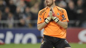 Sport 28.11.10, Real Madrid's goalkeeper Iker Casillas reacts after conceding a